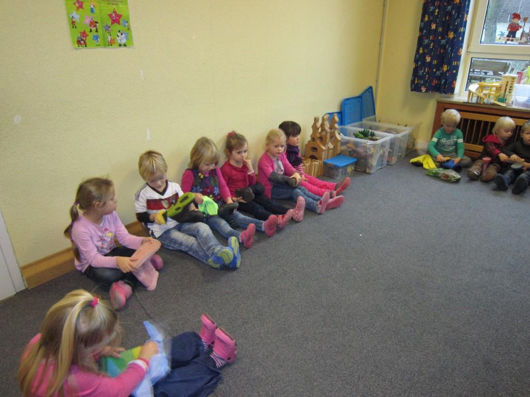 Schuhe Putzen Fur Den Nikolaus Kindergarten Christus Konig